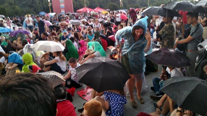 Tepat Setelah Gol Bunuh Diri Mario Mandzukic Hujan Turun di Fan Fest Moskow