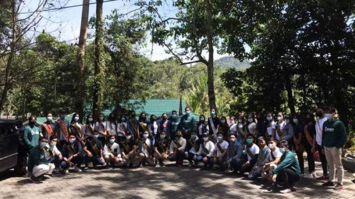 Peduli Lingkungan, Putra-Putri Pendidikan Gelar Bersih-bersih Sampah di Kota Tomohon
