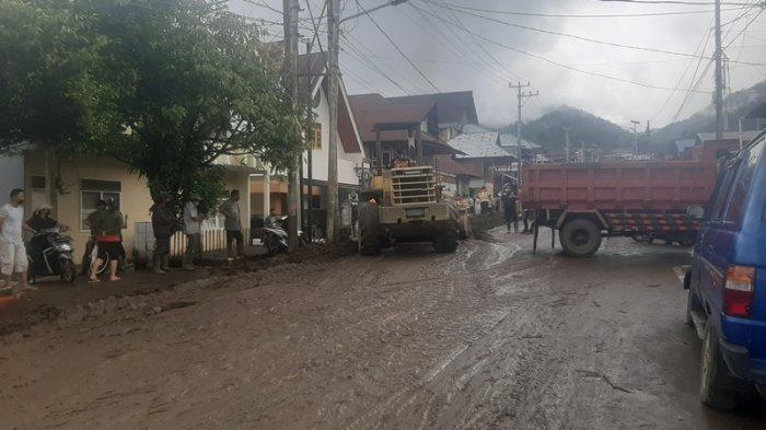 Kondisi Terkini di Desa Pangu Kabupaten Mitra, Material Banjir Mulai Dibersihkan