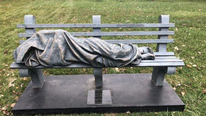 Dikira Gelandangan Sungguhan, Patung 'Yesus Tunawisma' Ini Bikin Warga AS Sampai Telepon Polisi