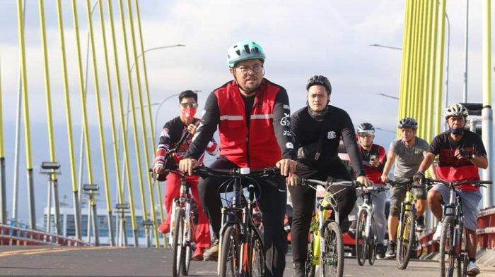 PDIP 'Merahkan' Jalanan Kota Manado, Richard Sualang Gowes RamaikanAjang Sepeda Santai se-Indonesia