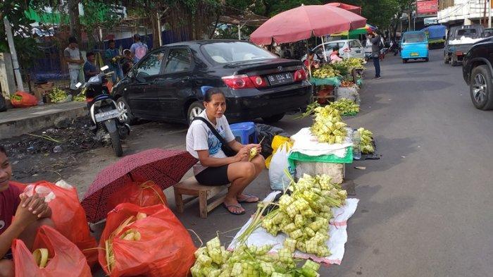 Penjualan Ketupat di Manado Selama Lebaran Ketupat