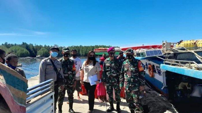 Pegawai Kesehatan Syahbandar Gandeng TNI dan Polri Sidak Masker di Pelabuhan Dudepo