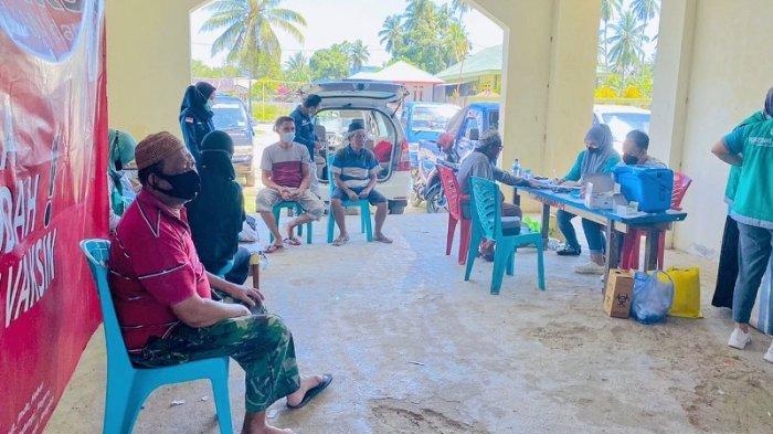 Pelaksanaan kegiatan vaksinasi bagi Lansia dan Pelaku Usaha di Kabupaten Bolmut.