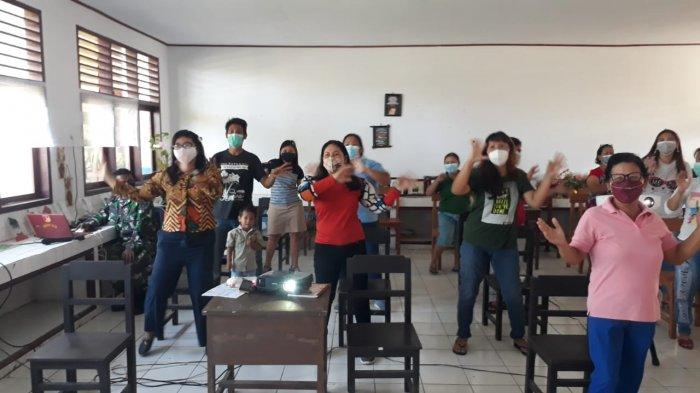 Ikut Penyuluhan Kesehatan, Warga Bergoyang Covid-19 dan Dapat Masker Gratis