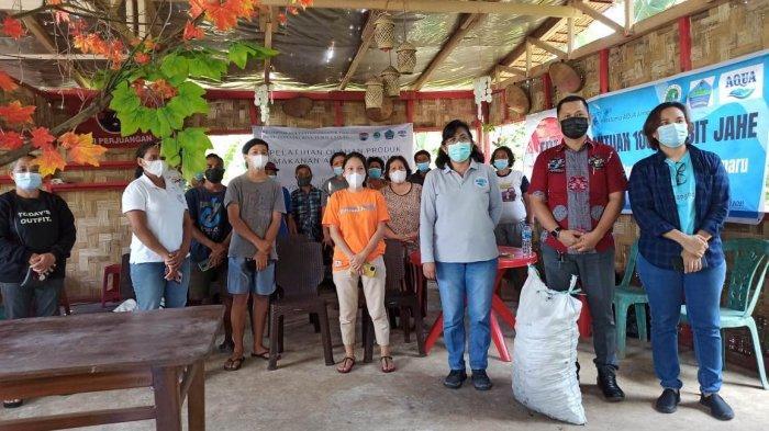 Ibu-ibu Desa Tumaluntung Dilatih Membuat Makanan Sehat dan Dibekali Bibit Jahe