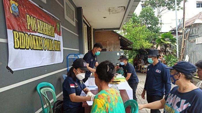 Pelayanan kesehatan yang digelar oleh Biddokkes Polda Sulut, Dinkes Sulut, dan Yayasan Medika GMIM di Tanjung Batu, Senin (25/1/2021).