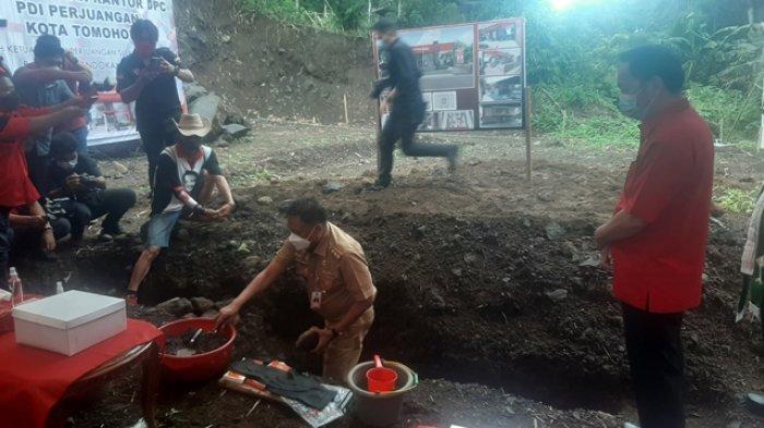 Olly Letakan Batu Pertama Pembangunan Kantor DPC PDI-P Tomohon, Caroll: Target Selesai 3 Bulan