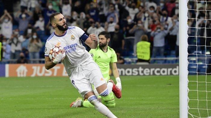Pemain depan Real Madrid asal Prancis Karim Benzema merayakan golnya selama pertandingan sepak bola grup D putaran pertama Liga Champions antara Real Madrid dan Sheriff Tiraspol di stadion Santiago Bernabeu di Madrid, pada 28 September 2021.