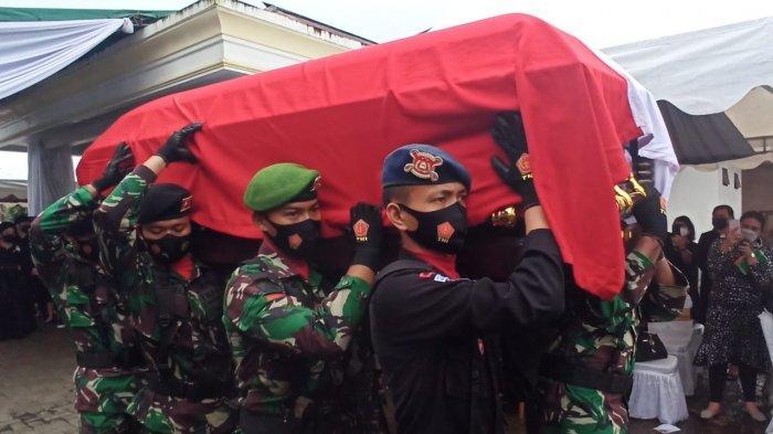 Upacara Militer Iringi Pemakaman Jenazah Dr Sinyo Harry Sarundajang