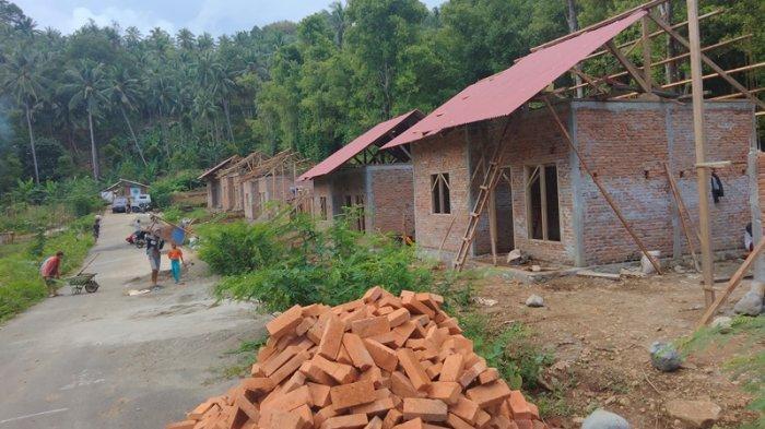 Warga Desa Pakuku Bolsel Beberkan Keterlambatan Pembangunan Rumah Terdampak Banjir