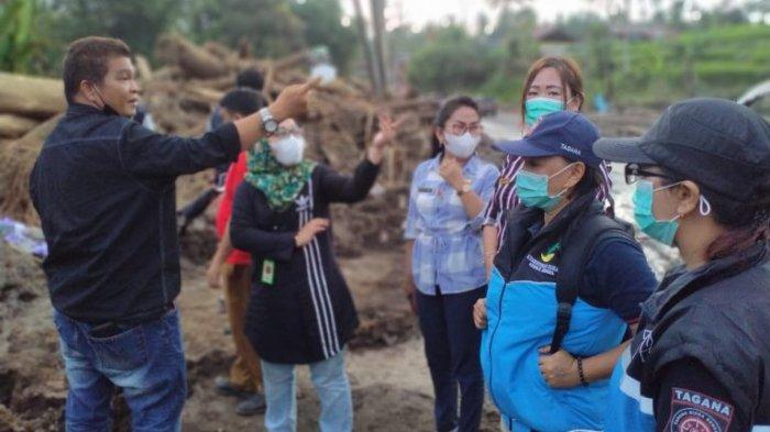 Hilang Disapu Banjir, Keluarga Welly Ngangi Terima Santunan dari Kemensos