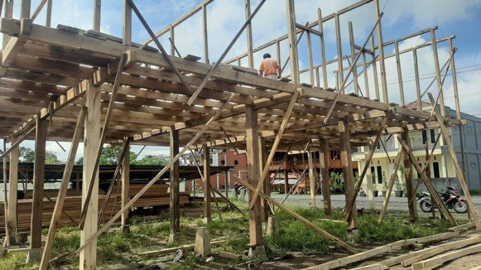 Melihat Pembuatan Rumah Panggung Woloan Tomohon