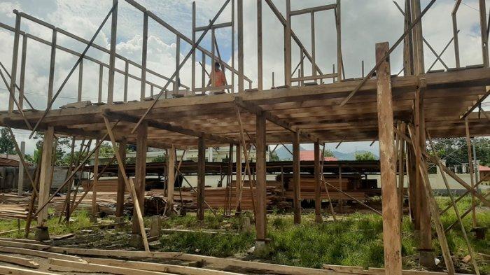 Pembuatan Rumah Panggung Woloan.