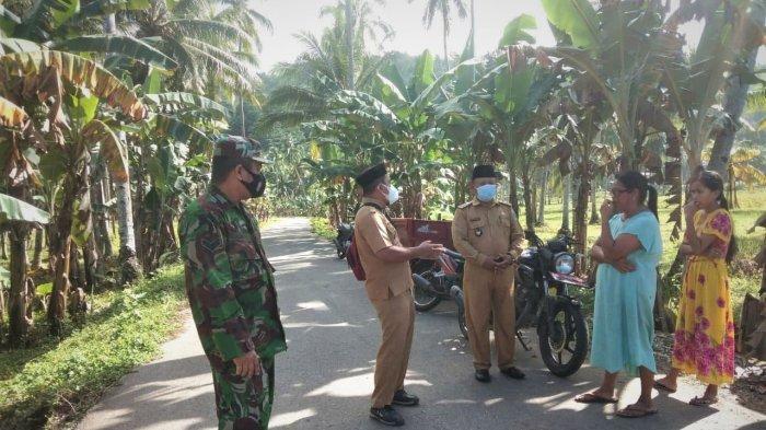 Babinsa Koramil dan Pemerintah Desa Desa Linawan Turun Jalan Ajak Masyarakat Taati Prokes