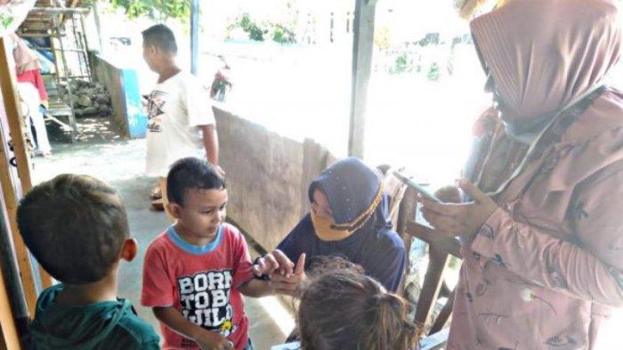Kunjungi Setiap Rumah, Guru TK Pulau Nenas Terapkan BDR Untuk Siswa