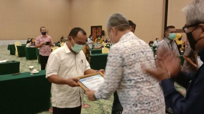 Aljufri Ngandu Bawa Pulang Penghargaan Pelayanan KB Serentak Sejuta Akseptor dari BKKBN