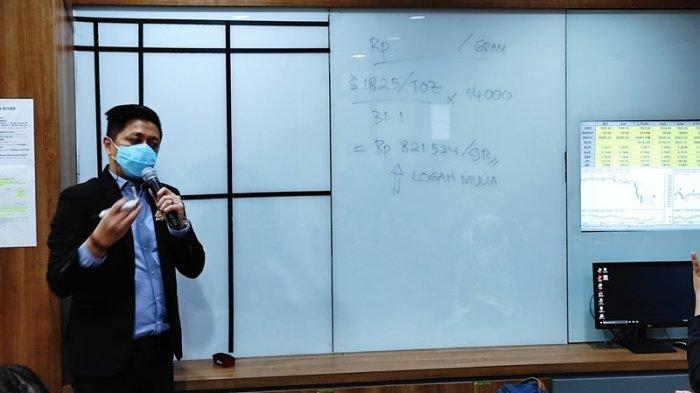Pemimpin Cabang Equityworld Futures (EWF) Manado, Djoko Santoso.
