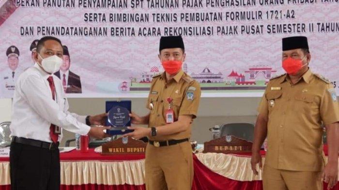 Hadiah Awal Tahun, Pemkab Bolsel Terima Penghargaan KPP Dan KPPN