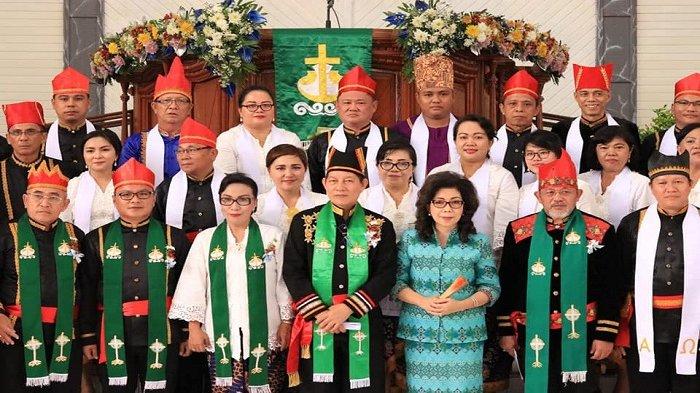 Penatua Vicky Lumentut Pimpin Ibadah Pengucapan Syukur Manado di Jemaat GMIM Bethel Winangun