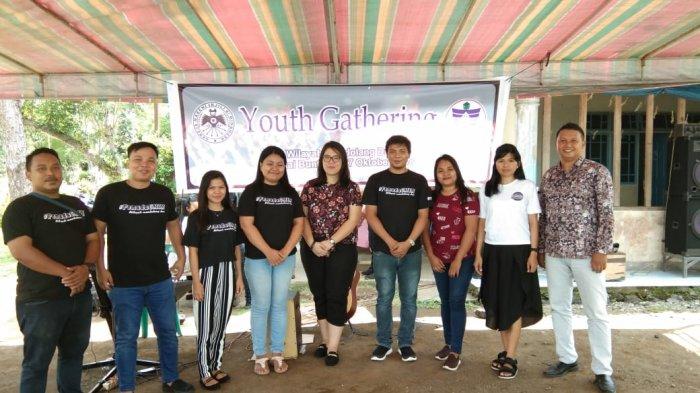 Pemuda GMIM Wilayah Mandolang Dua Gelar Youth Gathering diPantai Buntong Tateli