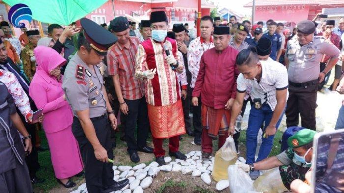 Bupati dan Kapolsek Musnahkan 2.000 Liter Miras saat HUT Ke-17 Kecamatan Posigadan