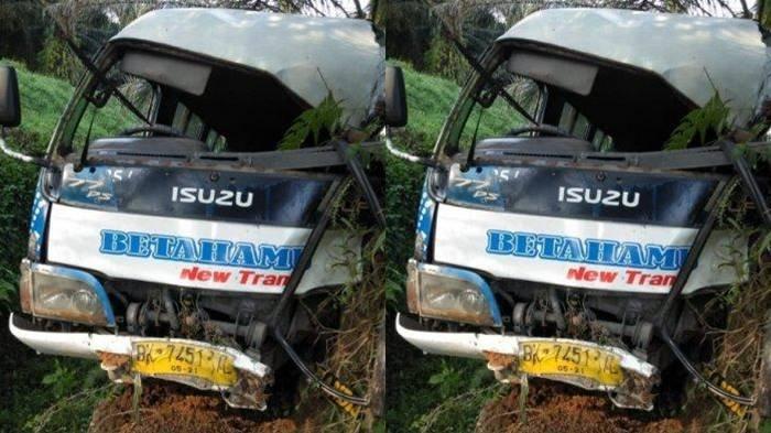 Kecelakaan Maut, Seorang Penumpang Tewas, Minibus Hendak Nyalip Lalu Tabrak Pohon Kelapa Sawit