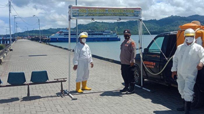 Cegah Covid, Tim Gabungan Semprot Kapal yang Tiba dari Manado