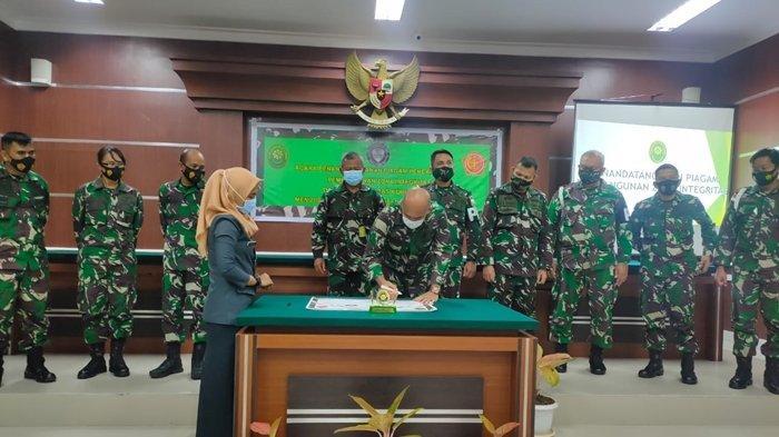 Pencanangan Pembangunan Zona Integritas menuju Wilayah Bebas Korupsi (WBK) dan Wilayah Birokrasi Bersih dan Melayani (WBBM) di Pengadilan Militer III-17 Manado.