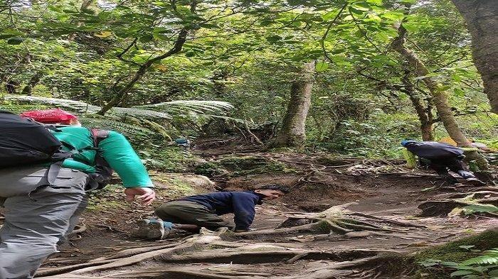 Elfin Nugraha saat mendaki Gunung Merapi baru-baru ini
