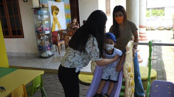 Pendidikan anak kanker di salah satu rumah singgah