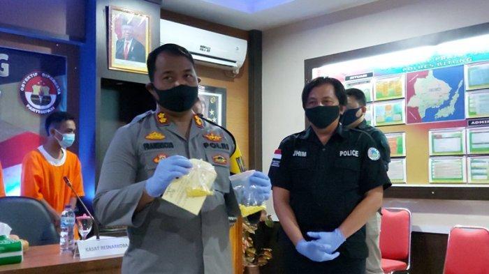 Pria Ini Sembunyikan Ratusan Butir Obat Keras di Celana Dalam