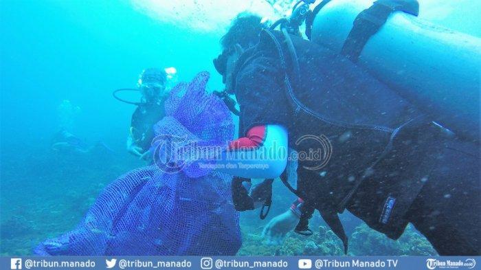 Pengalaman Menyelam di Pantai Malalayang