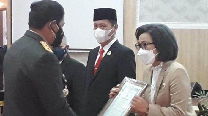 Bupati Bolaang Mongondow Terima Penghargaan dari Kapolda Sulut, Apresiasi Lahan Hibah untuk Mapolres