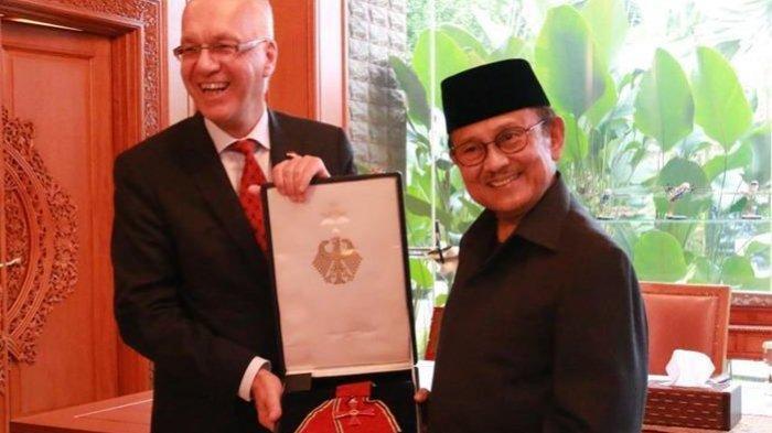 Karyanya Guncangkan Dunia, Ini Daftar Penghargaan Internasional BJ Habibie dari Sejumlah Negara