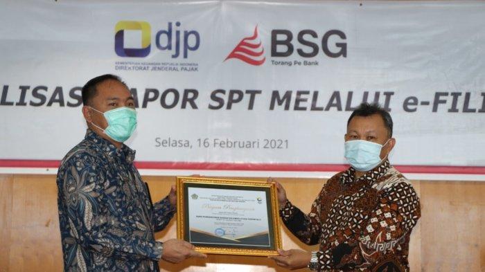 Bank SulutGo Raih Penghargaan Penyetor Pajak Terbesar di Wilayah KPP Pratama Manado Tahun 2020