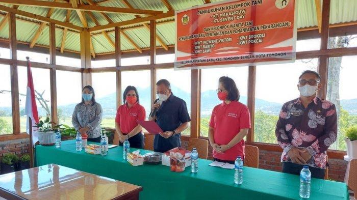 Dua Poktan dan Lima Kelompok Wanita Tani Dikukuhkan di Puncak Wawo