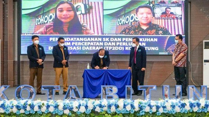 Pengukuhan Tim Percepatan dan Perluasan Digitalisasi Daerah (TP2DD) Kota Bitung, Senin (15/03/2021).
