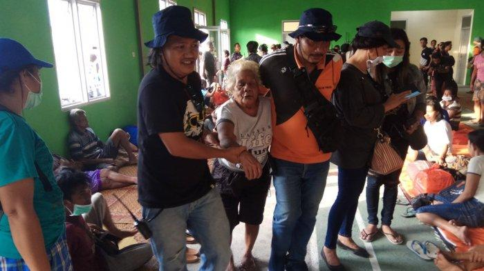 Pengungsi Karangetang Kembali Dipindahkan, Kali Ini ke Shelter Paseng