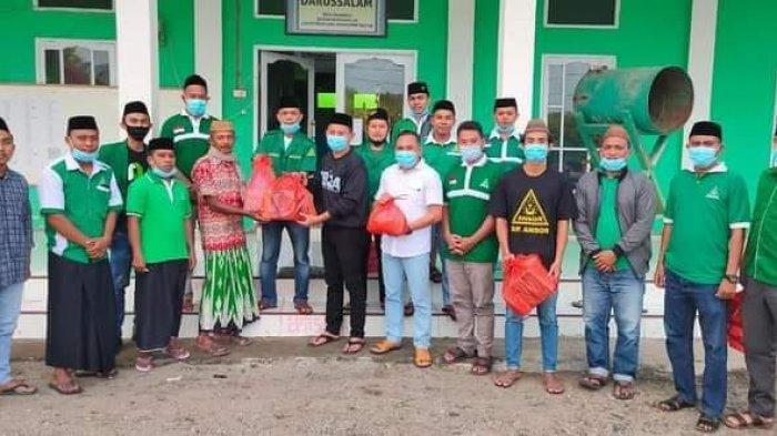 Peringati Harlah Ke-87, GP Ansor Bolsel Bagi Takjil Dan Masker Gratis ke Masyarakat