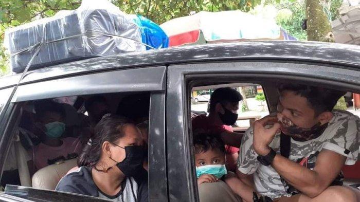 Penjagaan di pos penyekatan mudik di Jembatan Maruwasey, Kabupaten Minahasa Selatan (Minsel), Provinsi Sulawesi Utara (Sulut), sangat ketat. Tak ada satupun kendaraan yang lolos dari pemeriksaan.
