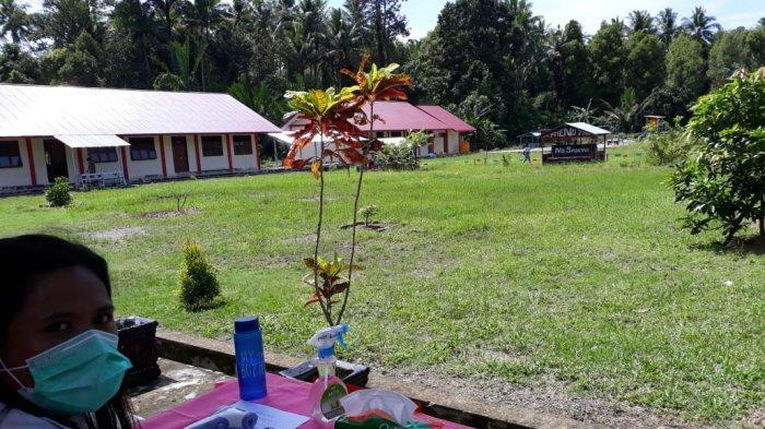 SMA Negeri 1 Lobbo Gelar KBM Pertama di Talaud di Masa Pandemi Covid-19 - penjagaan-ketat-piket-di-setiap-jalur-masuk-siswa.jpg