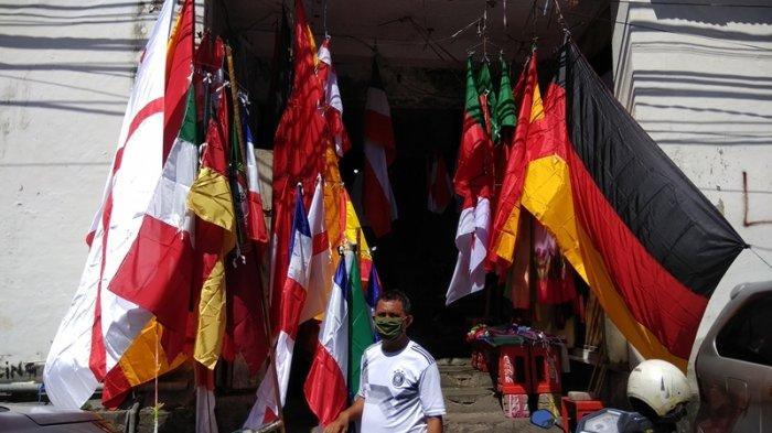 Penjual Bendera Negara Peserta Piala Eropa 2020 Menjamur, Bendera Italia dan Jerman Sering Dicari