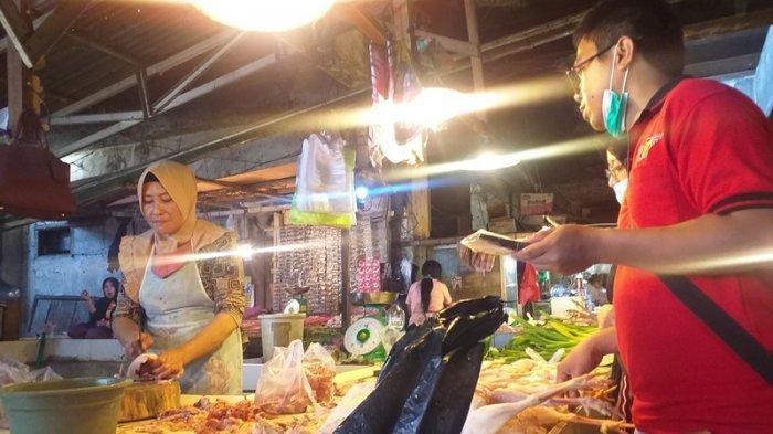 Harga Daging Ayam di Pasar Bersehati Kota Manado Turun Sejak PPKM, Pedagang Mengeluh