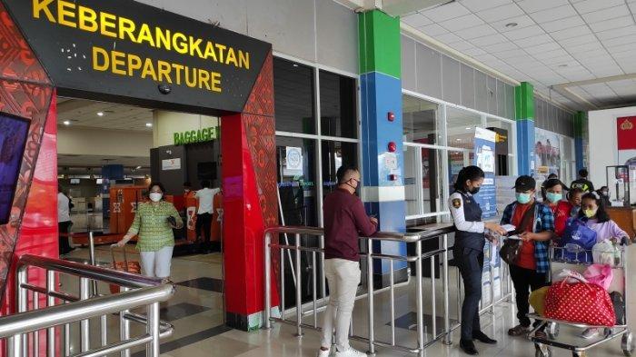 Penumpang udara melonjak di Bandara Sam Ratulangi Manado pasca larangan mudik, Selasa (18/05/2021).