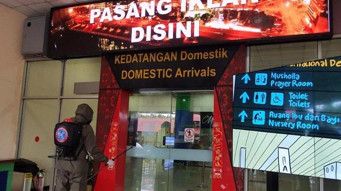 Brimob Polda Sulut Lakukan Disinfeksi di Bandara Sam Ratulangi Manado