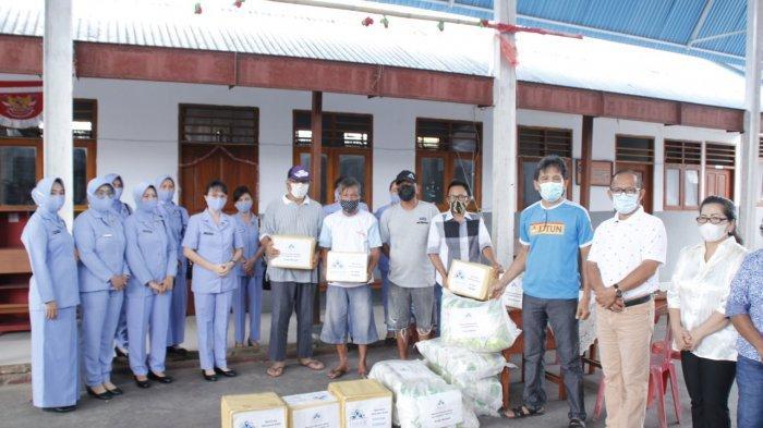 Empati Korban Banjir Manado, Lidya Abram Tumanduk Berikan Bantuan