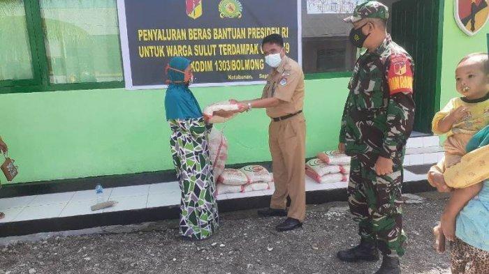 Koramil Kotabunan Serahkan Bantuan Presiden Joko Widodo kepada 230 KK di Boltim