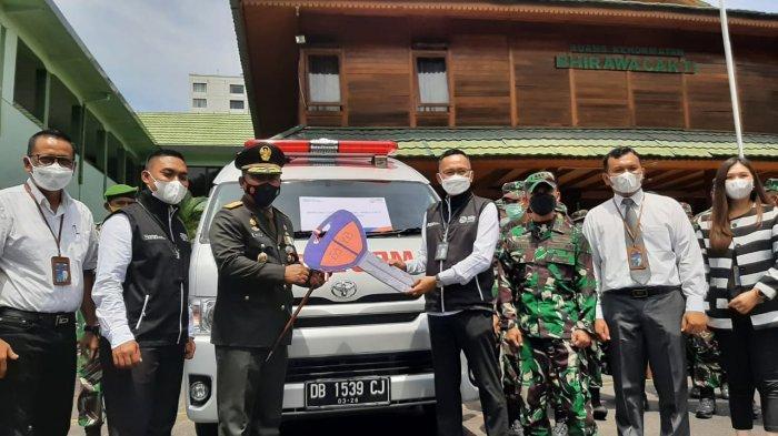 HUT ke-76 TNI, BRI Serahkan 1 Unit Ambulan ke Korem Santiago