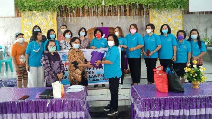 Istri Wali kota Bitung Terpilih, Rita Mantiri Tangkung Serahkan Bantuan PWKI ke Korban Bencana